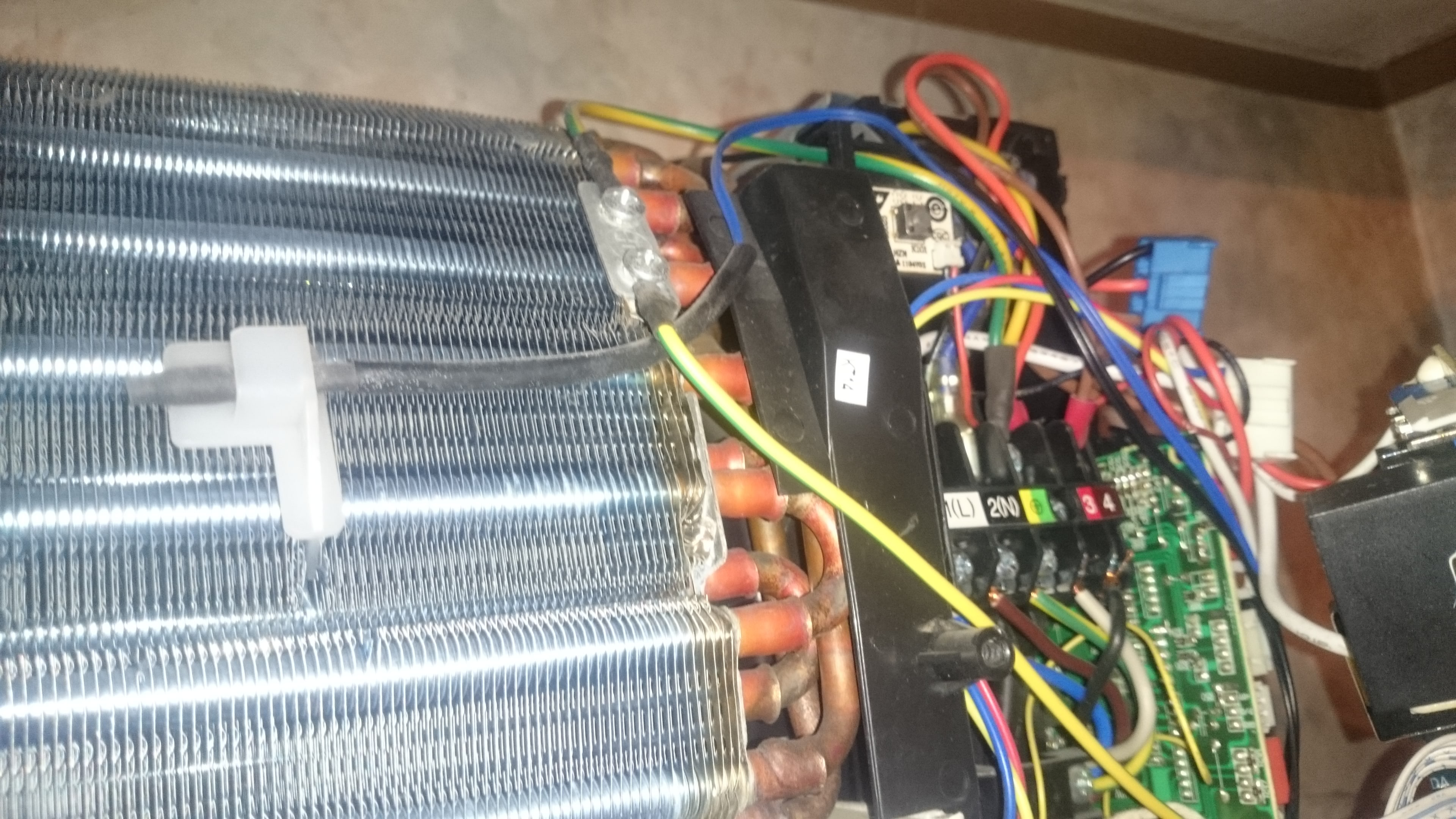 Reparatii placi electronice aparate aer conditionat daikin